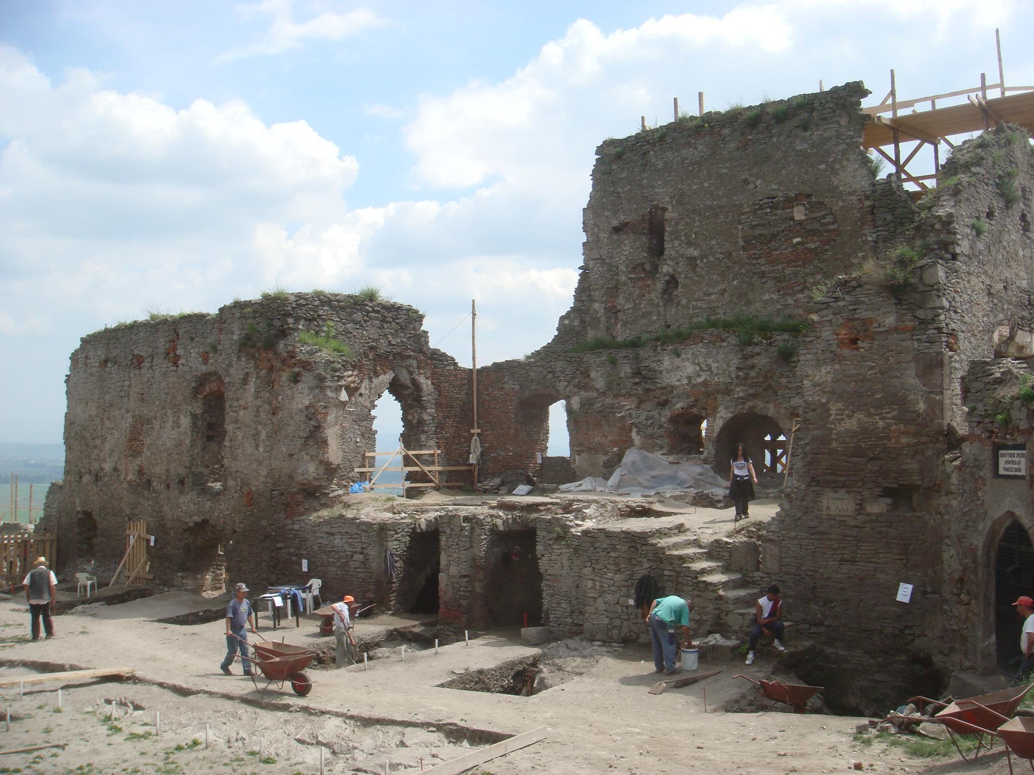 volunteer archaeology work in romania